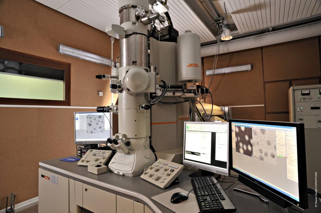 Microscope électronique à balayage (c) IPCMS, CNRS