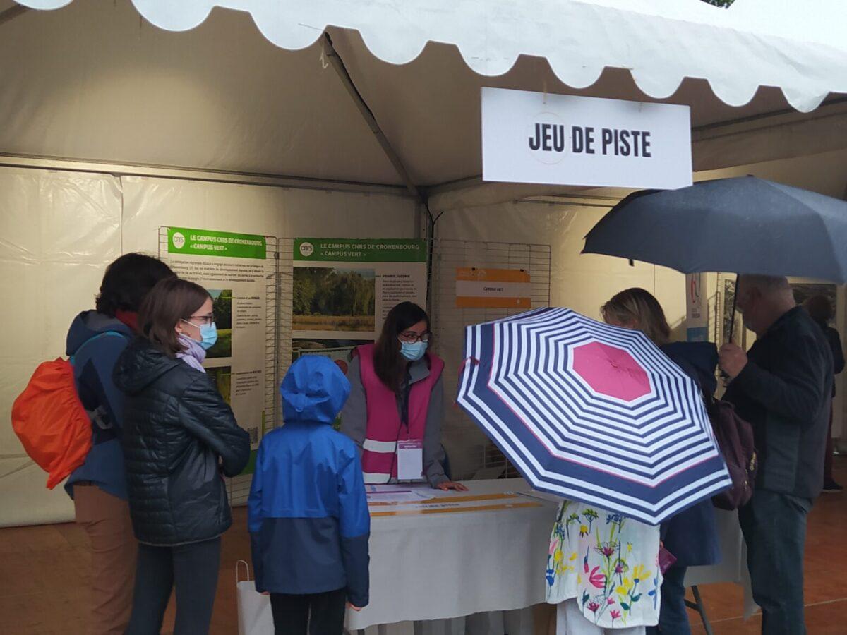 """Jeu de piste """"La médaille de Madame Malice"""" • Le campus fête la science ! • Campus de Cronenbourg, Strasbourg • Fête de la Science 2021 © Olivier Fély, CNRS"""
