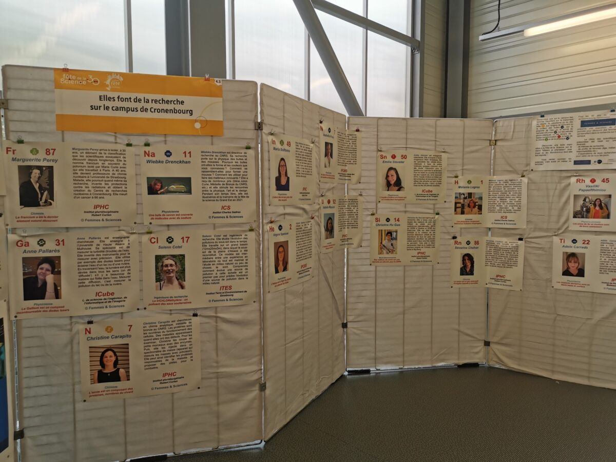 """Exposition """"Elles font de la recherche sur le campus de Cronenbourg"""" • Véronique Pierron-Bohnes • Le campus fête la science ! • Campus de Cronenbourg, Strasbourg • Fête de la Science 2021 © CNRS"""